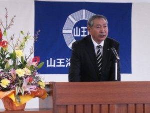 挨拶を申し述べる高橋勘一理事長